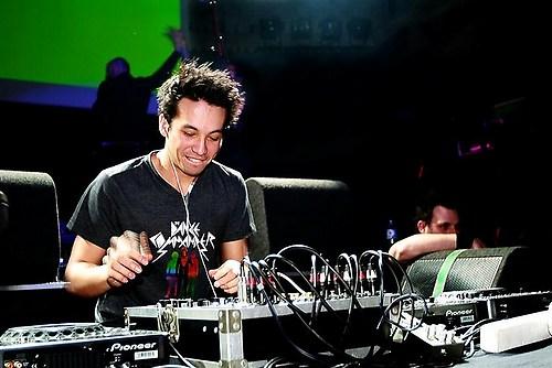 http://www.icangiveyouhouse.com/audio/2011/02/Laidback-Luke-DJ-Live.jpeg